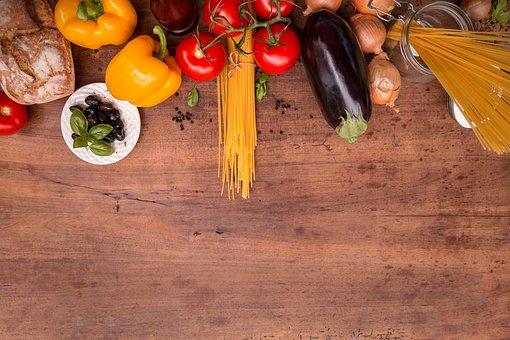 alimentos fresco y saludables sobre la mesa