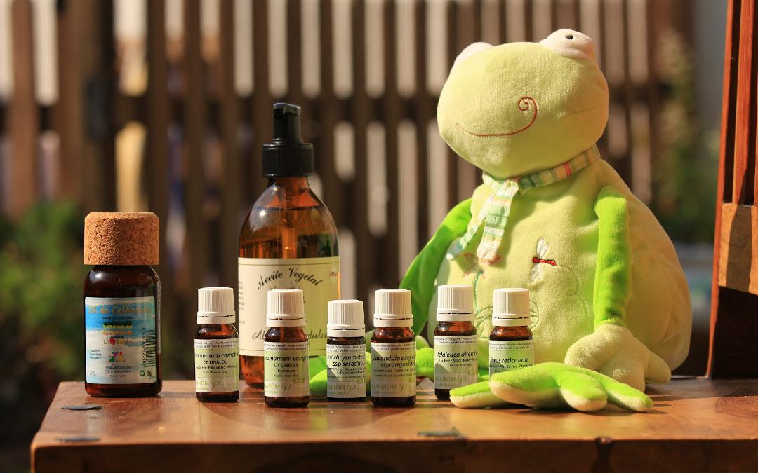 Botellas de aceites esenciales con peluche