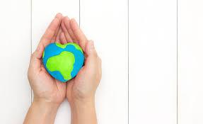 manos cuidando del planeta