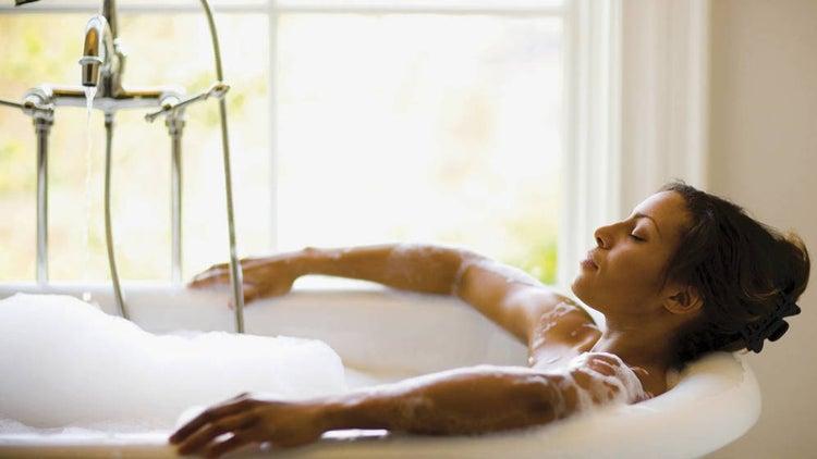 Beneficios de un baño caliente.