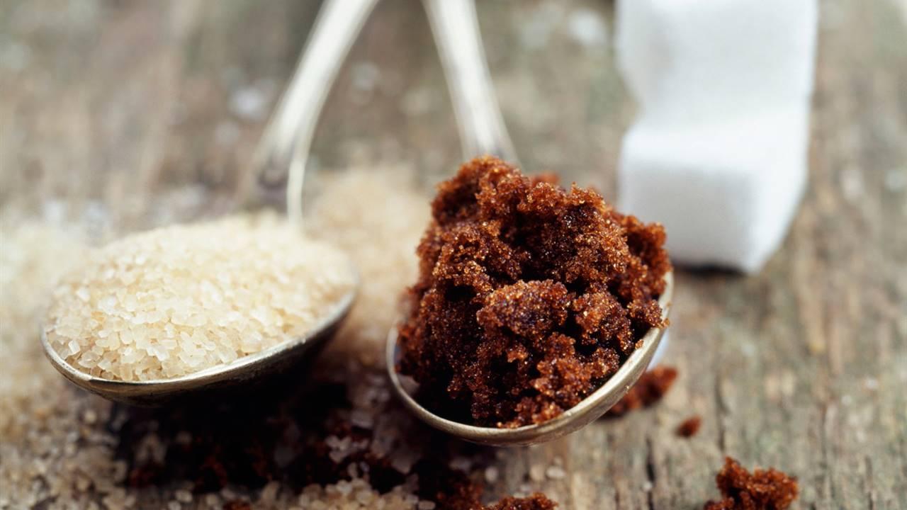Cucharas con diferentes tipos de azúcar