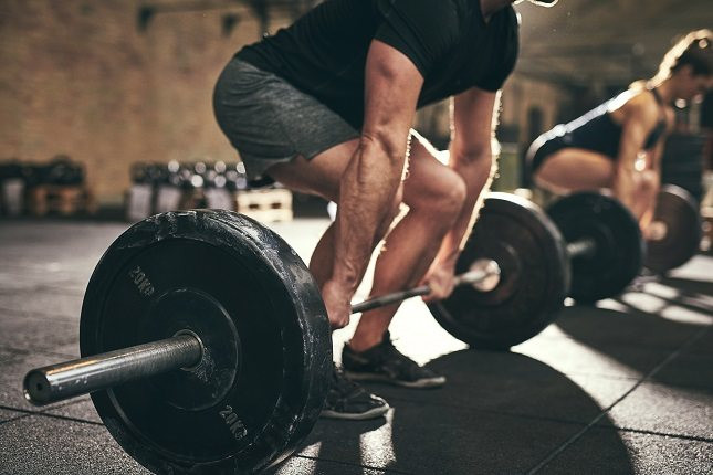 levantar pesas provoca acné
